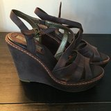 BANANA REPUBLIC BROWN WEDGE in Glendale Heights, Illinois