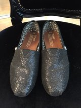 Black Glitter Tom's size 6 in Travis AFB, California