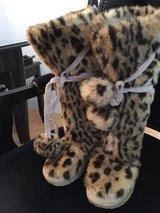 Victoria Secret Fur Boots size 6 in Travis AFB, California