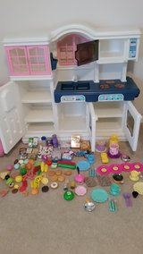 Little Tikes Kitchen Set with Food & Dishes in Beaufort, South Carolina