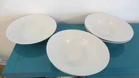 4 Pasta bowls and serving dish in Stuttgart, GE
