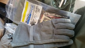Gore-Tex gloves new large in Lawton, Oklahoma
