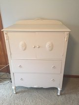 Vintage / Shabby Chic Dresser in Naperville, Illinois