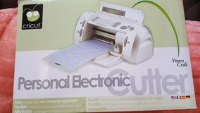 Cricut personal electronic cutter in Fort Bliss, Texas