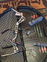 Bowtech Diamond Core left handed bow in Fort Leonard Wood, Missouri