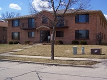 Lg Luxury  2 br, 1.5 ba, Central Air, Newer Carpet, Appliances, Paint in Brookfield, Wisconsin