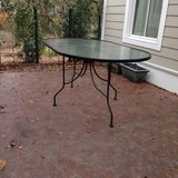 Outdoor oval table in Beaufort, South Carolina