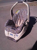Graco Snugride 22 rear facing car seat with base in Alamogordo, New Mexico