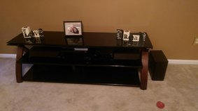 Tv stand like new in Hinesville, Georgia
