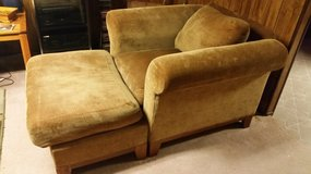 American Signature Large Comfy Chair w / Ottoman.  Very nice! in Naperville, Illinois
