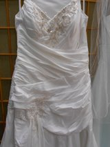 Wedding Dress Sz 10 in Cherry Point, North Carolina