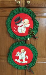 2 Adorable Christmas Wall Decorations in Fort Knox, Kentucky