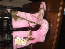 Pink camo rain boots sz 9 in Fort Bliss, Texas