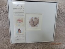 Hallmark Instant Scrapebook Album  Brand New in Chicago, Illinois