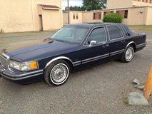 93 Lincoln towncar (my# 9123372606) in Fort Lewis, Washington