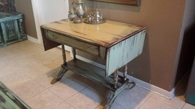 Duncan Phyfe Entry Table in Baytown, Texas