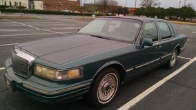 '95 Lincoln Town Car in Fort Benning, Georgia