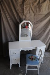 Dressing Table and Chair in Alamogordo, New Mexico