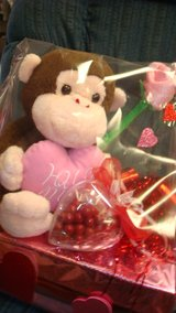 l-Hug me Heart monkey/with candy heart in Fort Bliss, Texas