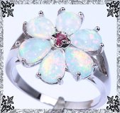 New - White Fire Opal Flower Ring with Pink Kunzite Center - Size 7 in Alamogordo, New Mexico