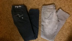 Size 7 jeans in Camp Pendleton, California