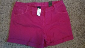 Lane Bryant SHORTS Size 28 BRAND NEW with tags in Bolingbrook, Illinois