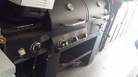 Gas/Charcoal grill in Fort Belvoir, Virginia
