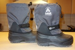 Kids snow boots - youth size 2 in Ramstein, Germany