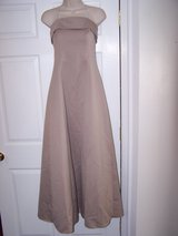 Roberta Gown, Size 8 in Fort Leonard Wood, Missouri