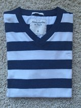 Abercrombie V-Neck T-Shirt - Adult Small in Aurora, Illinois