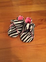 Baby girl crib shoes size 3 to 4 One Step Ahead in Yongsan, South Korea