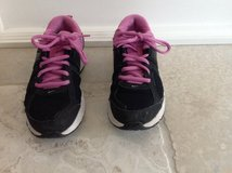Girls Black and Pink Nike Gym Shoes Size 3.5 in Glendale Heights, Illinois