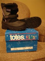 Girls Size 9 Totes Winter Boots- Black and Pink- Like new! in Aurora, Illinois
