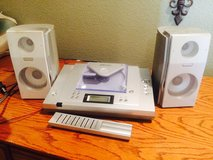 Emerson compact disc player micro system with AM/FM in Houston, Texas