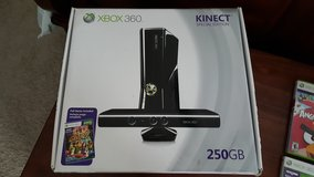 Xbox 360 with kinect in Camp Lejeune, North Carolina