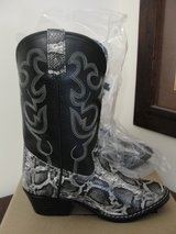 NEW SMOKY MOUNTAIN BOOTS PYTHON PATTERN SIZE 4 BLACK COLOR in Camp Lejeune, North Carolina