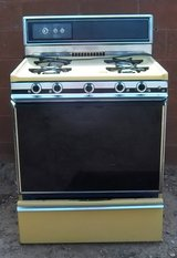 Kenmore harvest gold gas Stove.Pretty from the 70's in Alamogordo, New Mexico