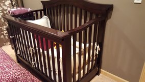 Baby crib-convertible in Glendale Heights, Illinois