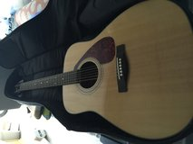 Yamaha acoustic guitar with brain new gator case in Beaufort, South Carolina