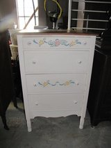 Antique Painted 4 Drawer Chest in Moody AFB, Georgia