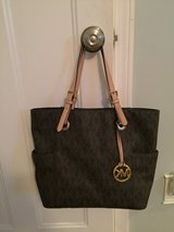 Michael Kors Large Classic Tote in O'Fallon, Missouri