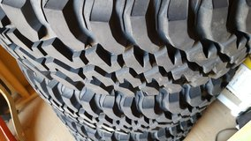 Jeep take off tires and wheels in Yucca Valley, California