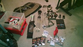 Bowtech bow w/accessories in Alamogordo, New Mexico