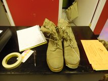 Tan boots size 8 1/2 R in Fort Campbell, Kentucky