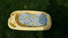 Baby bathtub with removable seat in Fort Lewis, Washington
