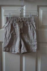 Boys Jumping Bean Khaki Shorts Size 2T in Bolingbrook, Illinois