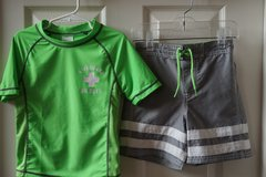 Boys Carter's Green/Grey 2-Piece Swim Shirt/Trunks Size 4T in Aurora, Illinois
