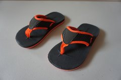 Boys Old Navy Black/Orange Sandal Size 10 in Joliet, Illinois