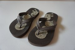 Boys Old Navy Brown Skull/Crossbones Sandal Size 11 NEW!! in Joliet, Illinois
