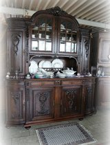 gorgeous antique dining room hutch / full set available in Hohenfels, Germany